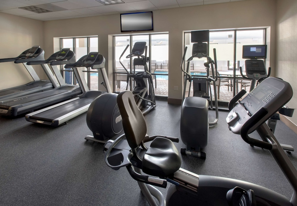 Fitness Facility, Hampton Inn Boston - Logan Airport