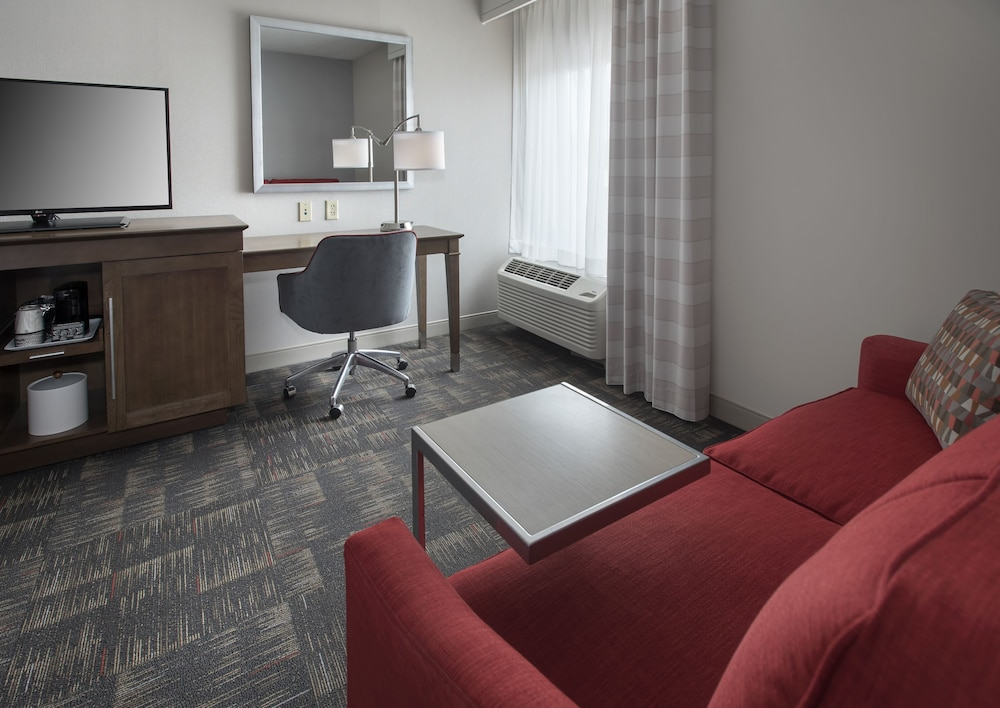 Room, Hampton Inn Boston - Logan Airport