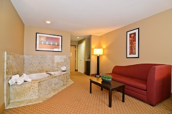 Standard Suite, 1 King Bed, Non Smoking, Refrigerator & Microwave - Guestroom