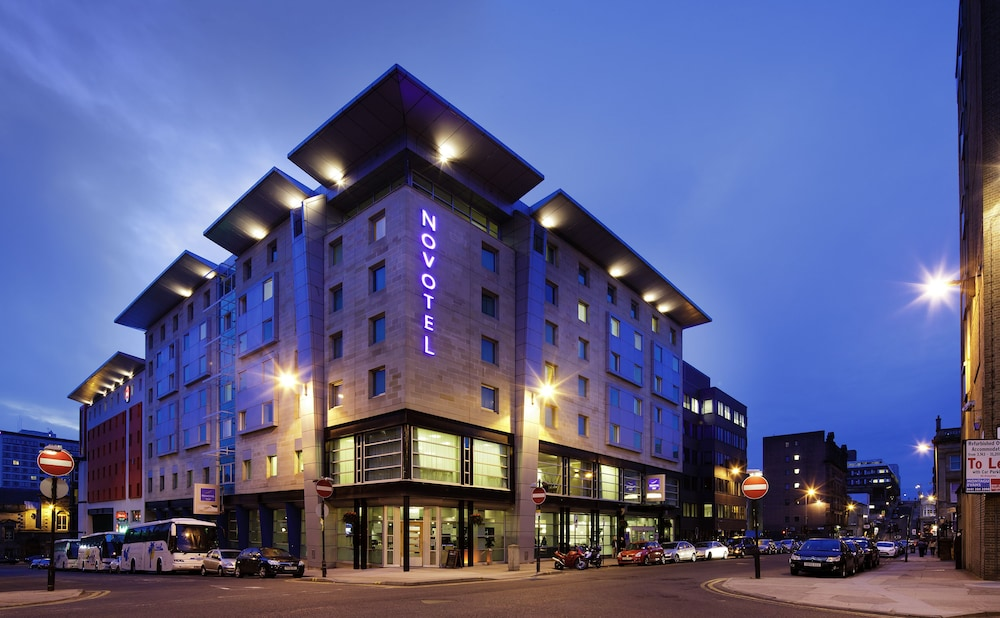 Front of Property - Evening/Night, Novotel Glasgow Centre
