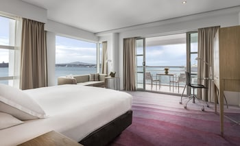 Room, 1 King Bed, Harbor View (Plus) - Guestroom