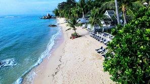 หาดส่วนตัว, เก้าอี้อาบแดด, ผ้าเช็ดตัวชายหาด, บาร์ริมหาด