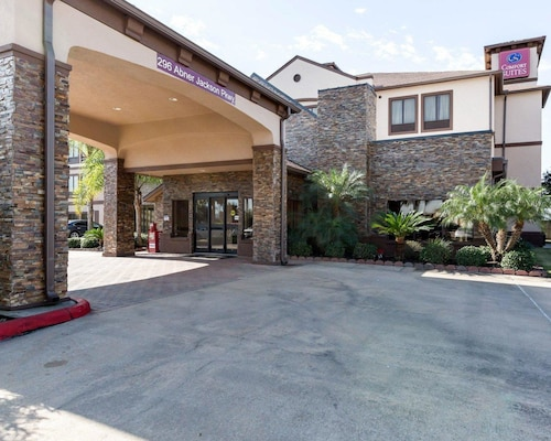 Check Expedia for Availability of Comfort Suites Lake Jackson Clute