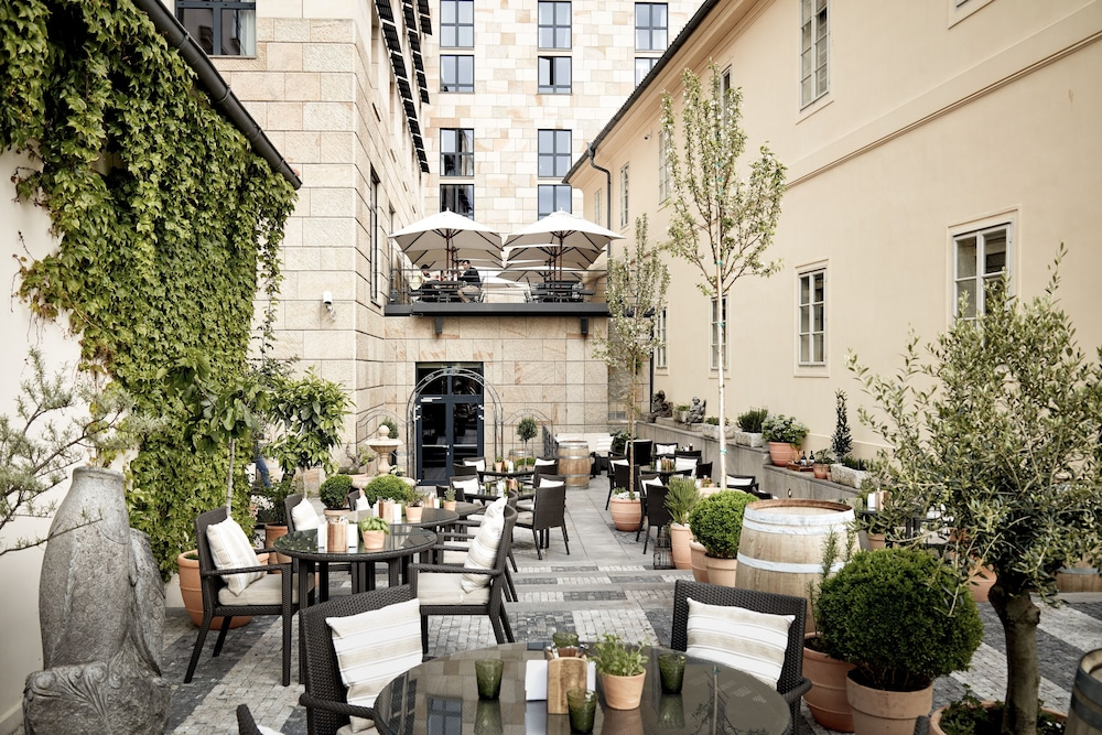 Outdoor Dining, Four Seasons Hotel Prague
