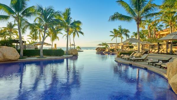 6 piscinas al aire libre, cabañas de piscina (de pago), sombrillas