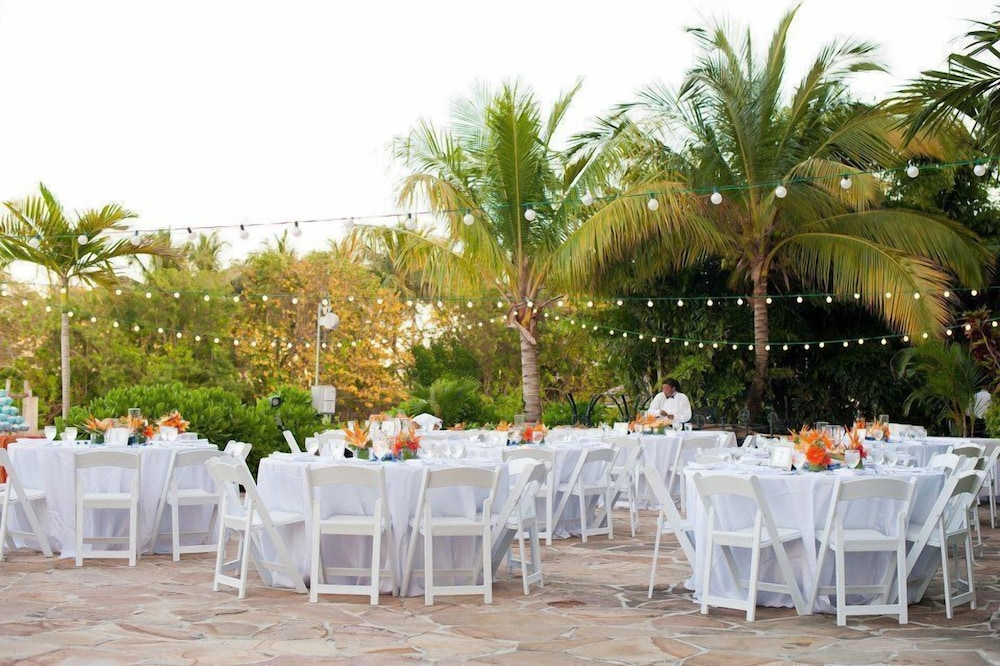 Outdoor Wedding Area, Pelican Bay Resort at Lucaya
