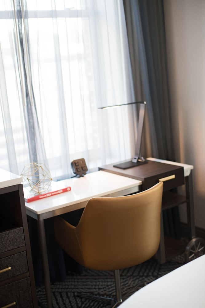 In-Room Business Center, Renaissance Pittsburgh Hotel