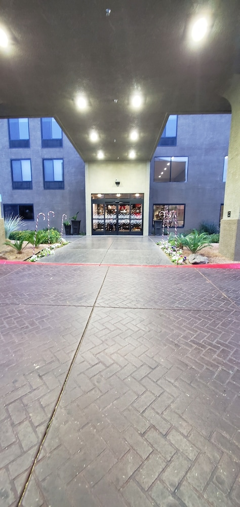 Property Entrance, Hampton Inn & Suites Las Vegas-Henderson