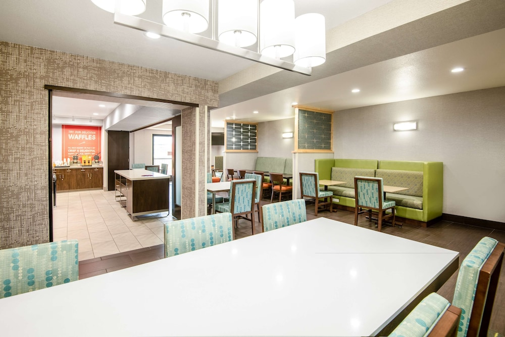 Breakfast Area, Hampton Inn & Suites Las Vegas-Henderson