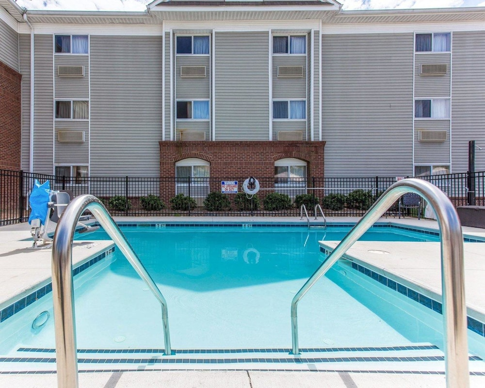 Pool, Suburban Extended Stay Kennesaw
