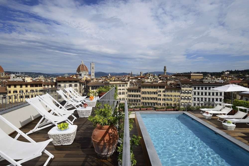 Rooftop Pool, Grand Hotel Minerva
