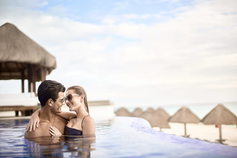 Infinity Pool, JW Marriott Cancun Resort & Spa