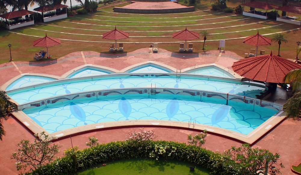 Outdoor Pool, Le Meridien Kochi