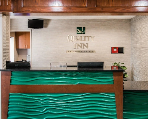 Quality Inn & Suites Warren - Detroit