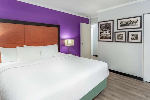 La Quinta Inn by Wyndham Birmingham - Inverness