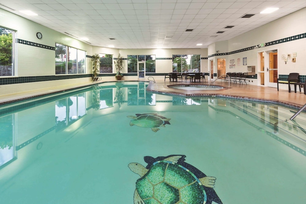 Pool, La Quinta Inn & Suites by Wyndham Boise Towne Square