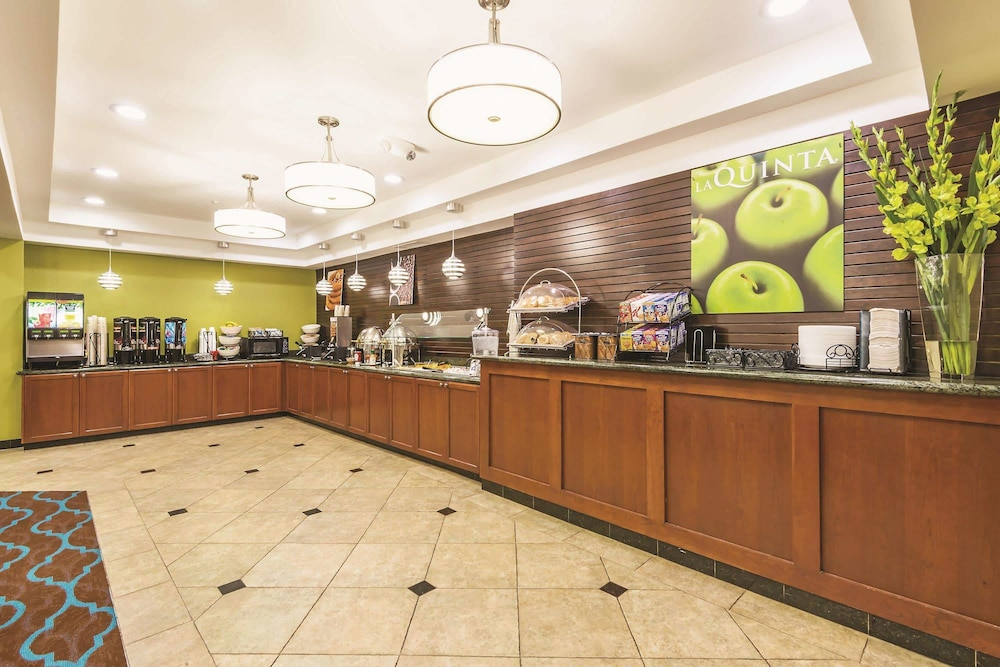 Breakfast Area, La Quinta Inn & Suites by Wyndham Boise Towne Square