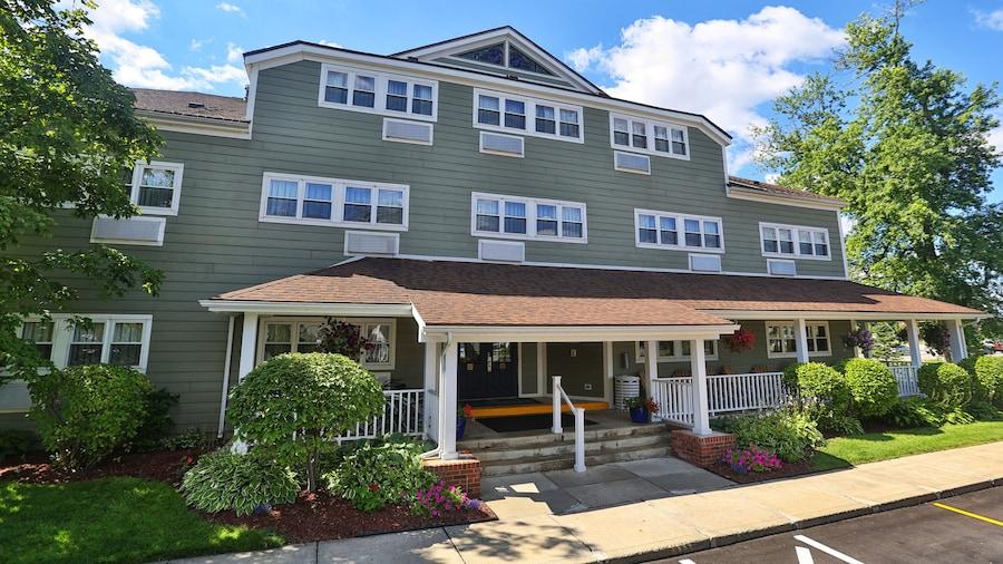 Ivy Court Inn & Suites