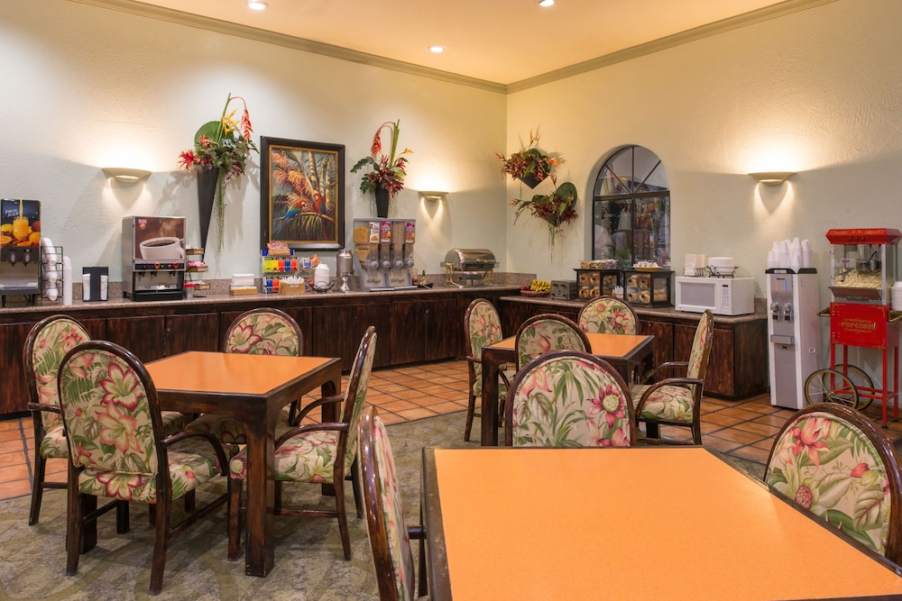 Breakfast Area, La Fuente Inn & Suites