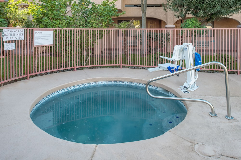 Outdoor Spa Tub, La Fuente Inn & Suites
