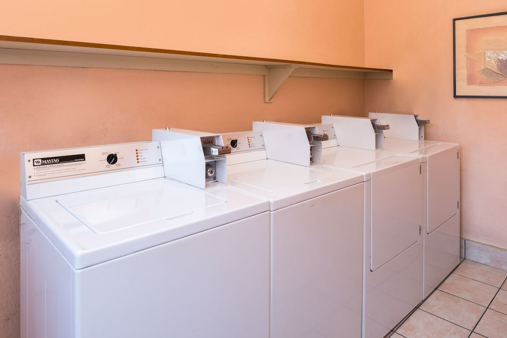Laundry Room, La Fuente Inn & Suites