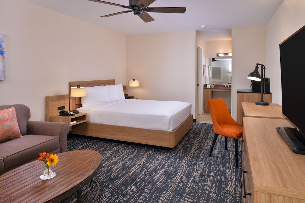 Room, La Fuente Inn & Suites