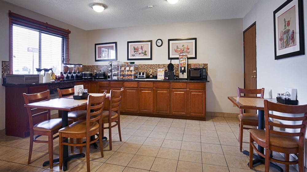 Breakfast Area, Best Western Mt. Pleasant Inn