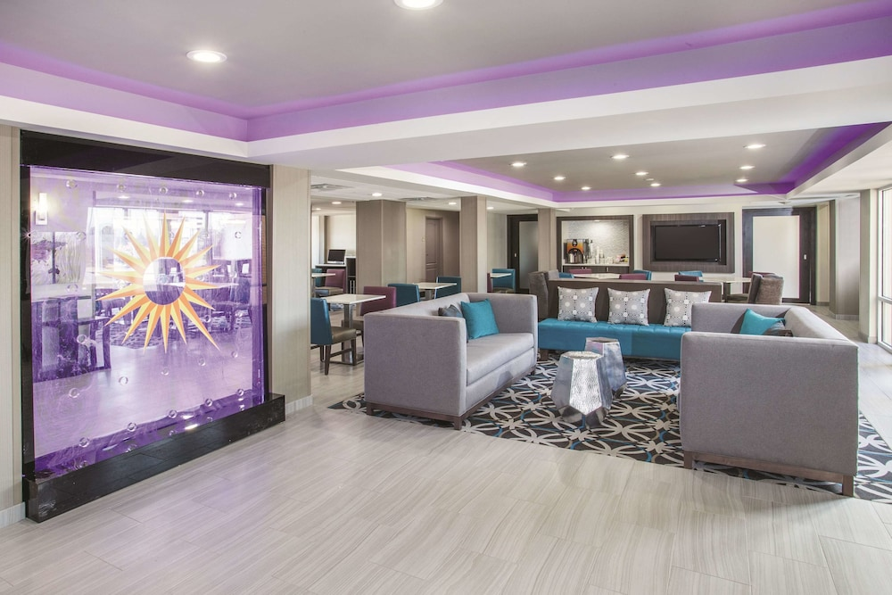 Lobby, La Quinta Inn & Suites by Wyndham Effingham