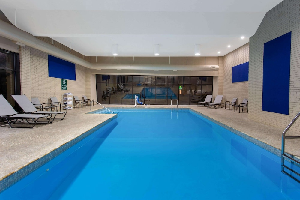 Pool, La Quinta Inn & Suites by Wyndham Effingham