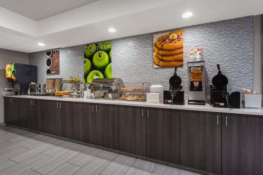Breakfast Area, La Quinta Inn & Suites by Wyndham Effingham