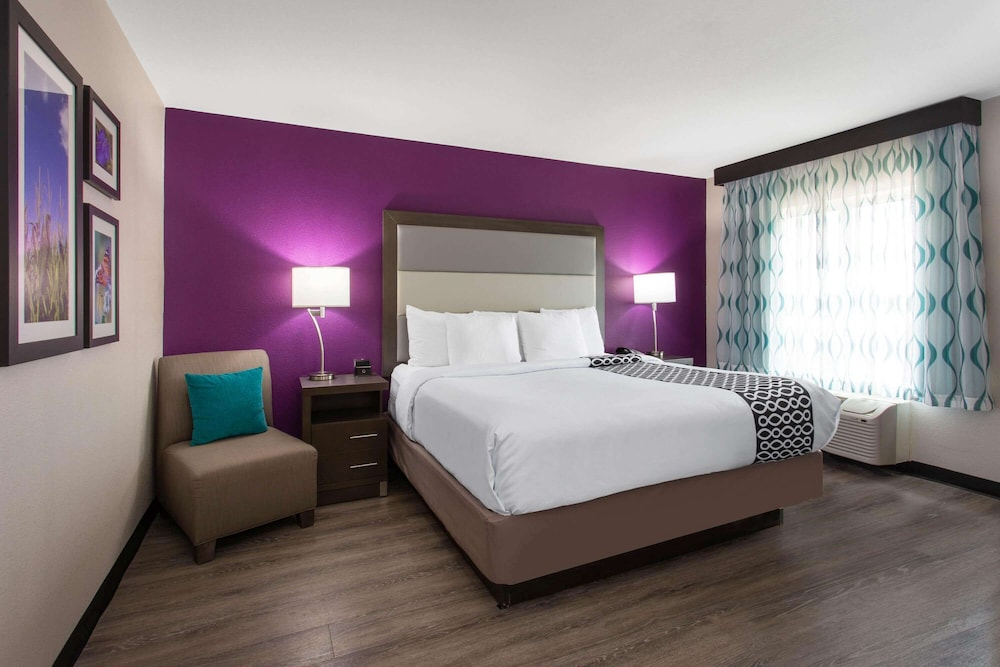 Room, La Quinta Inn & Suites by Wyndham Effingham