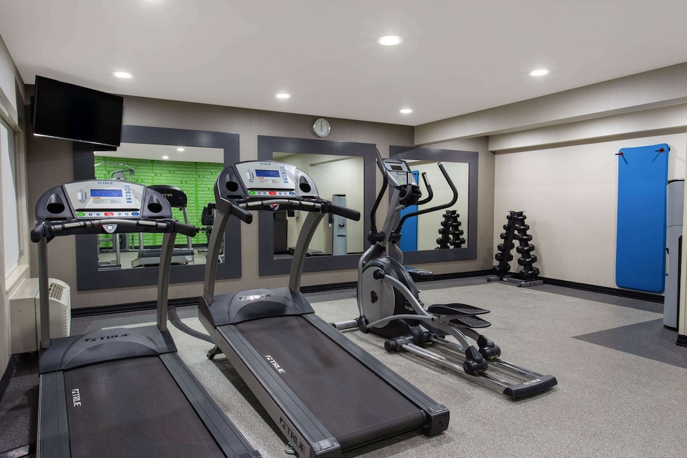 Fitness Facility, La Quinta Inn & Suites by Wyndham Effingham
