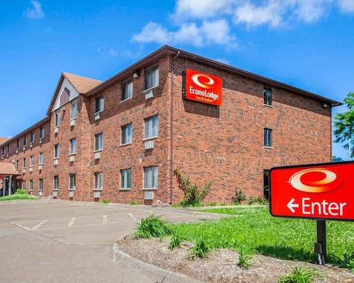 Check Expedia for Availability of Econo Lodge Inn & Suites Bettendorf
