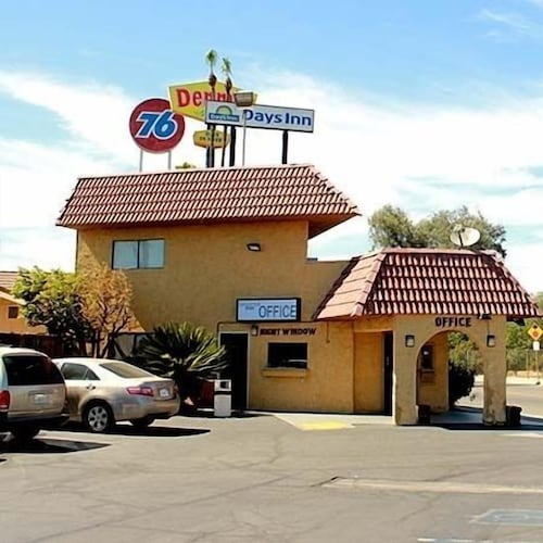 Front of Property, Motel 6 Fresno, CA
