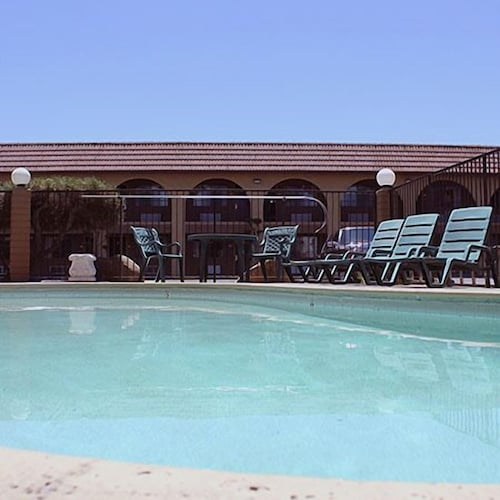 Outdoor Pool, Motel 6 Fresno, CA