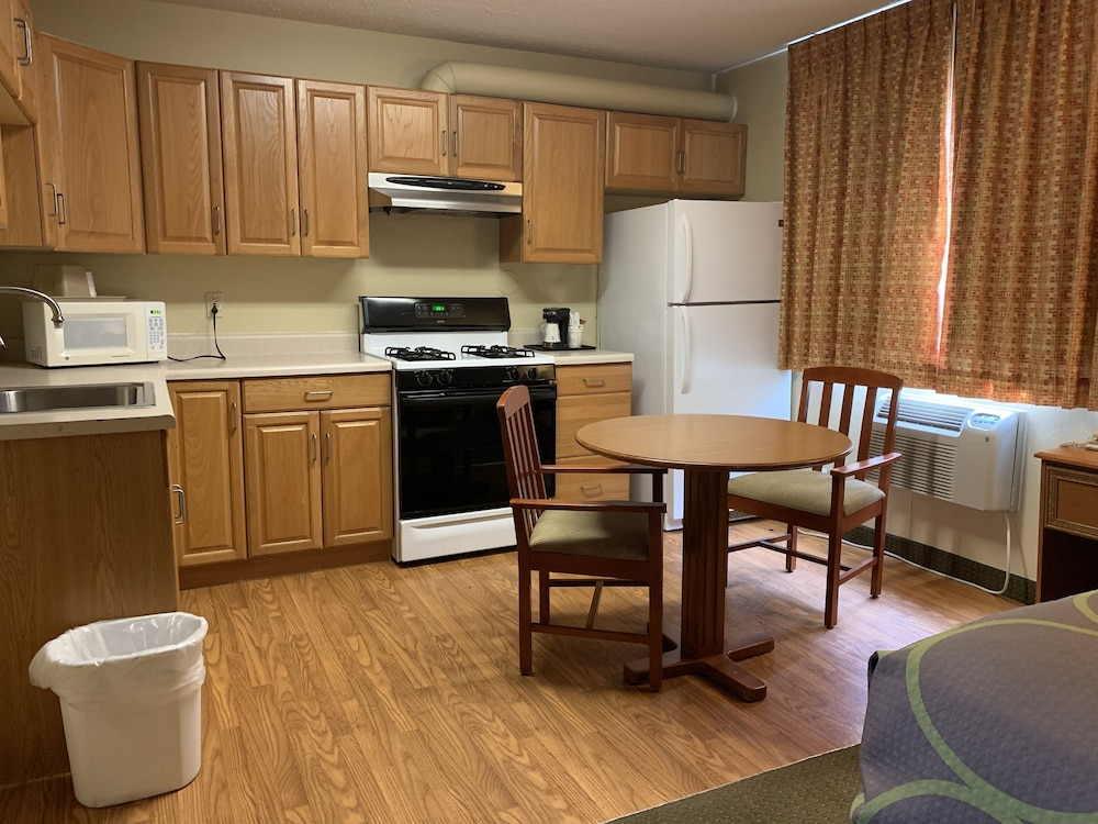 Private Kitchenette, Super 8 by Wyndham Liberal KS