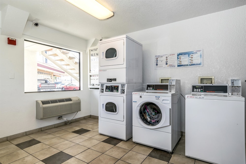 Laundry Room, Motel 6 Anaheim, CA - Fullerton East