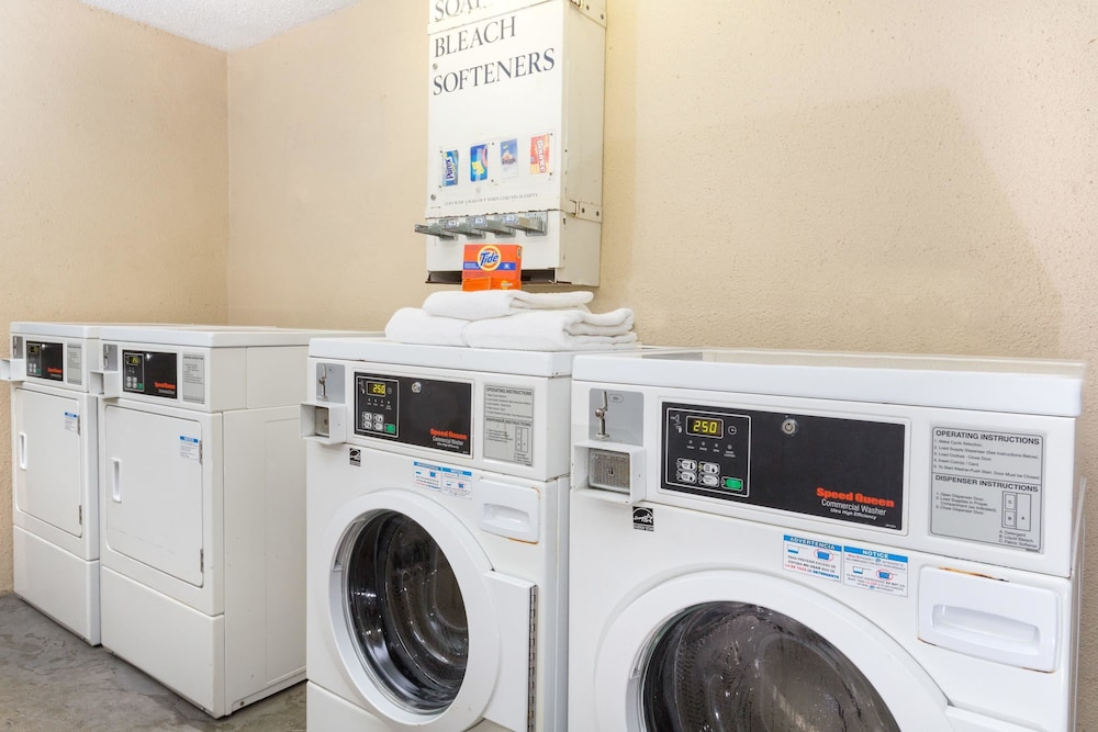 Laundry Room, Super 8 by Wyndham Riviera Beach West Palm Beach