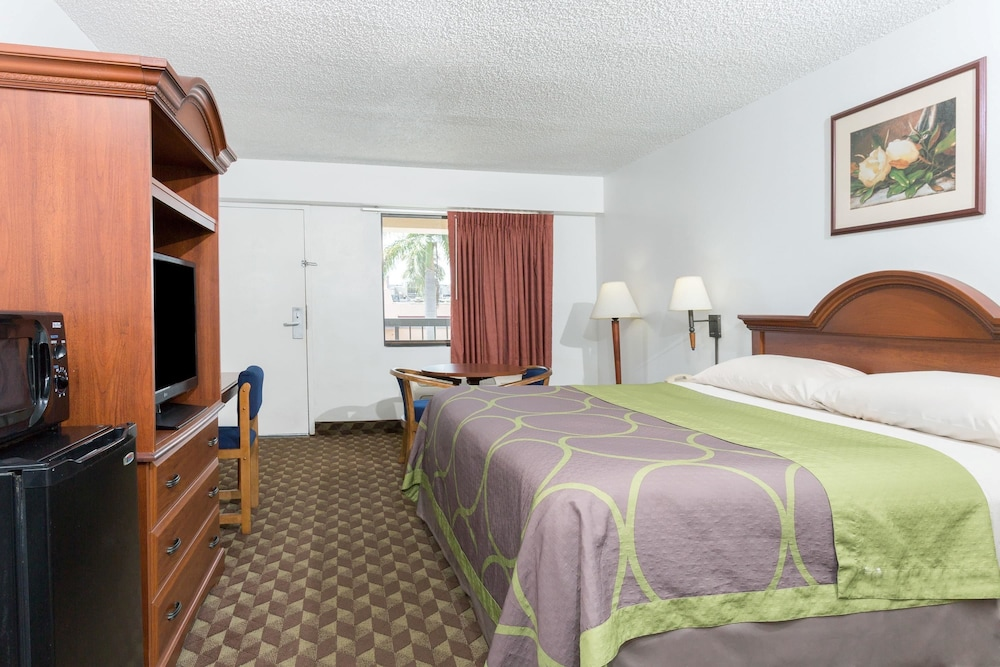 Room, Super 8 by Wyndham Riviera Beach West Palm Beach