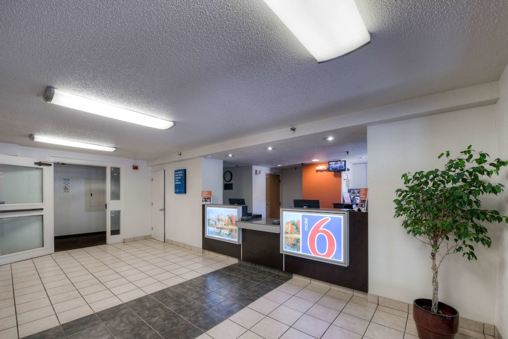 Motel 6 New Haven Branford Ct In New Haven Hotel Rates