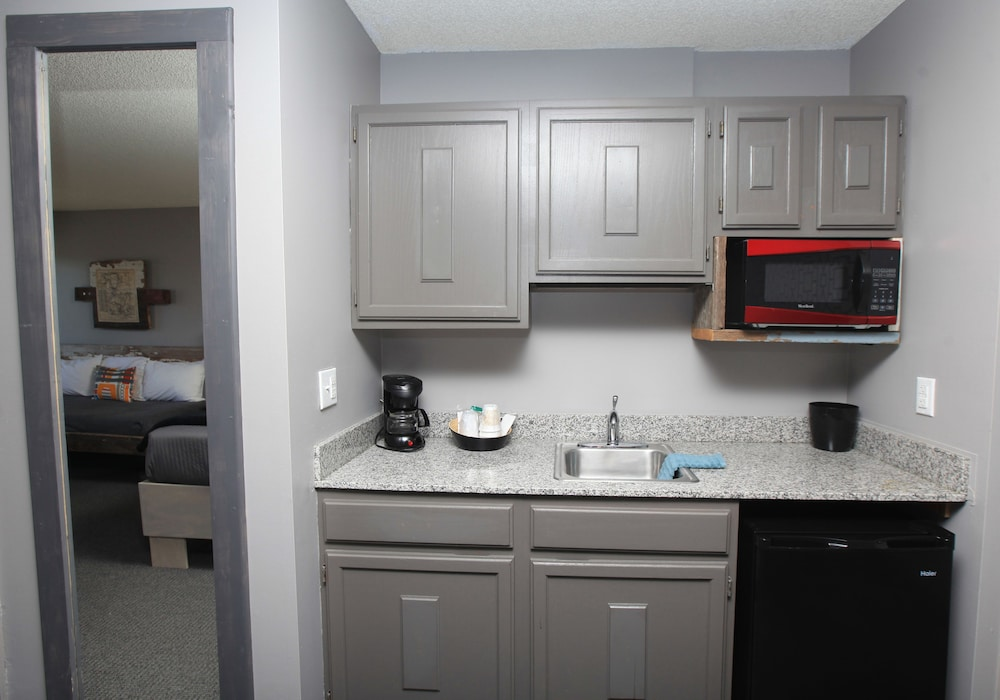 Private Kitchenette, Vintage Block Inn & Suites