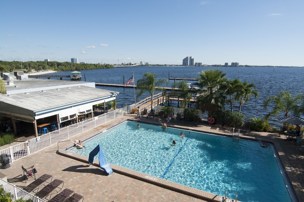 Outdoor Pool, Best Western Fort Myers Waterfront