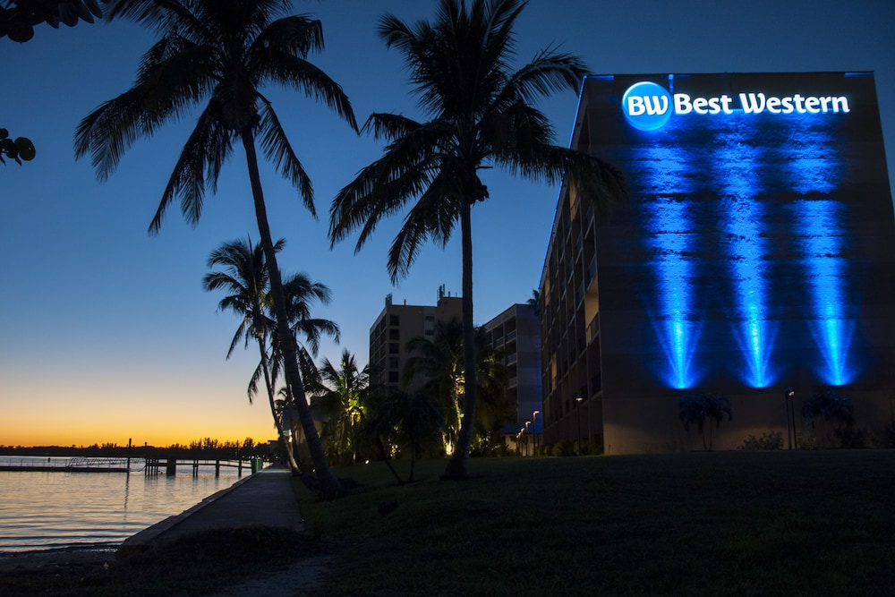 Front of Property - Evening/Night, Best Western Fort Myers Waterfront