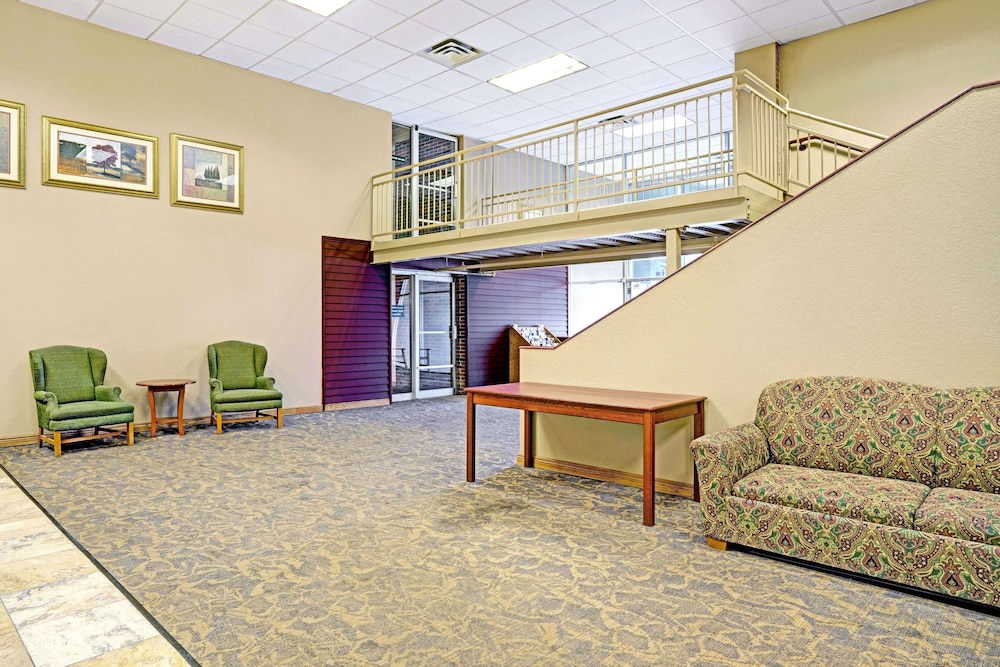Lobby, Days Inn by Wyndham Bloomington West