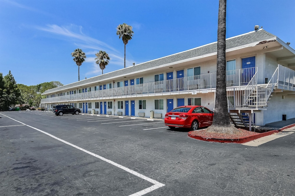 Front of Property, Motel 6 Pleasanton, CA