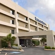 Baymont Inn & Suites Arlington at Six Flags Drive