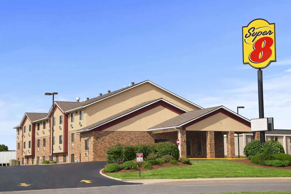 Featured Image, Super 8 by Wyndham Collinsville St. Louis