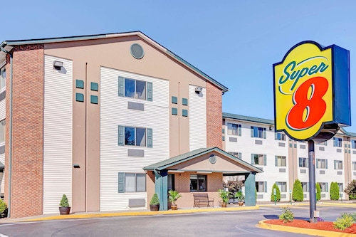 Super 8 by Wyndham Louisville Airport