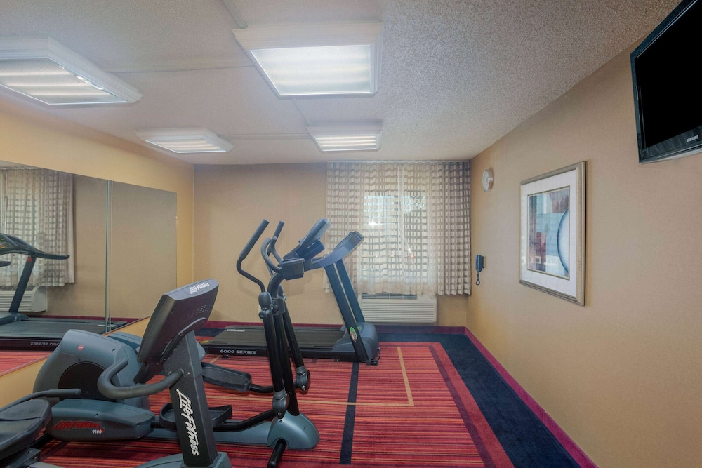 Fitness Facility, La Quinta Inn & Suites by Wyndham Springdale