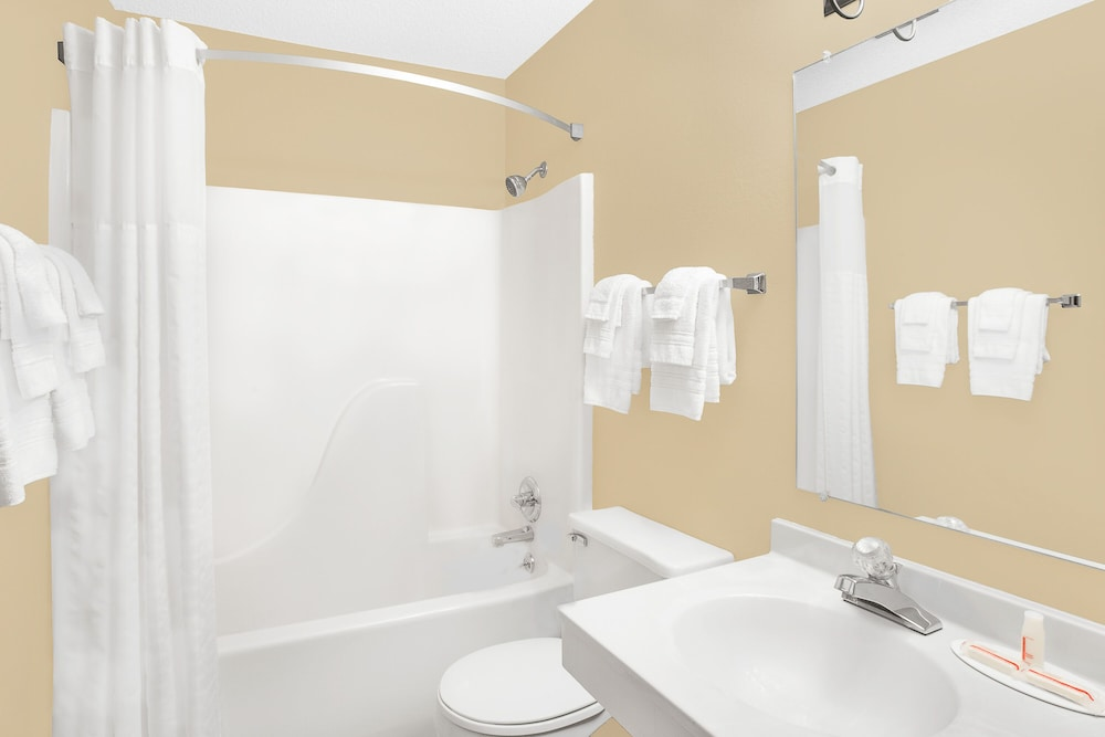 Bathroom, Super 8 by Wyndham Columbus